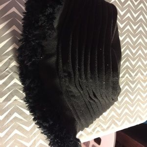 Isotoner black fur hat os